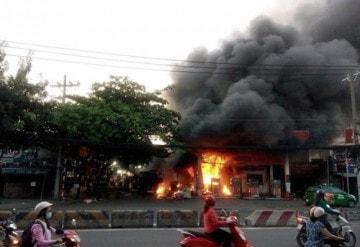 Cháy trạm xăng tại Sài Gòn