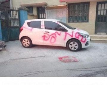 Phun sơn đỗ xe ô tô ngu