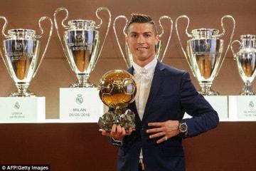 Ronaldo nhận quả bóng vàng thứ 4