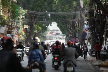 Việt Nam top 3 dây điện chằng chịt