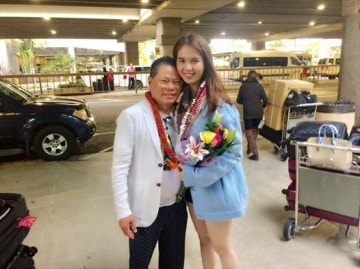 Hoàng Kiều đón Ngọc Trinh tại sân bay