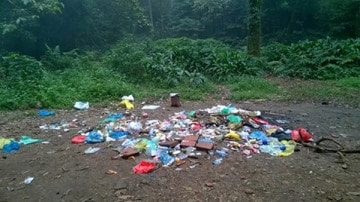 Phượt thủ xả rác bừa bãi