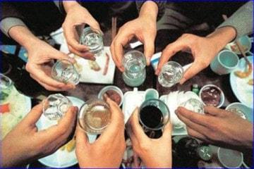Sản xuất rượu bằng hóa chất