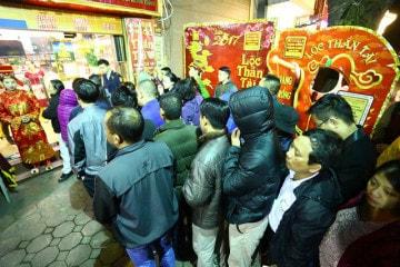 Xếp hàng mua vàng ở Hà Nội